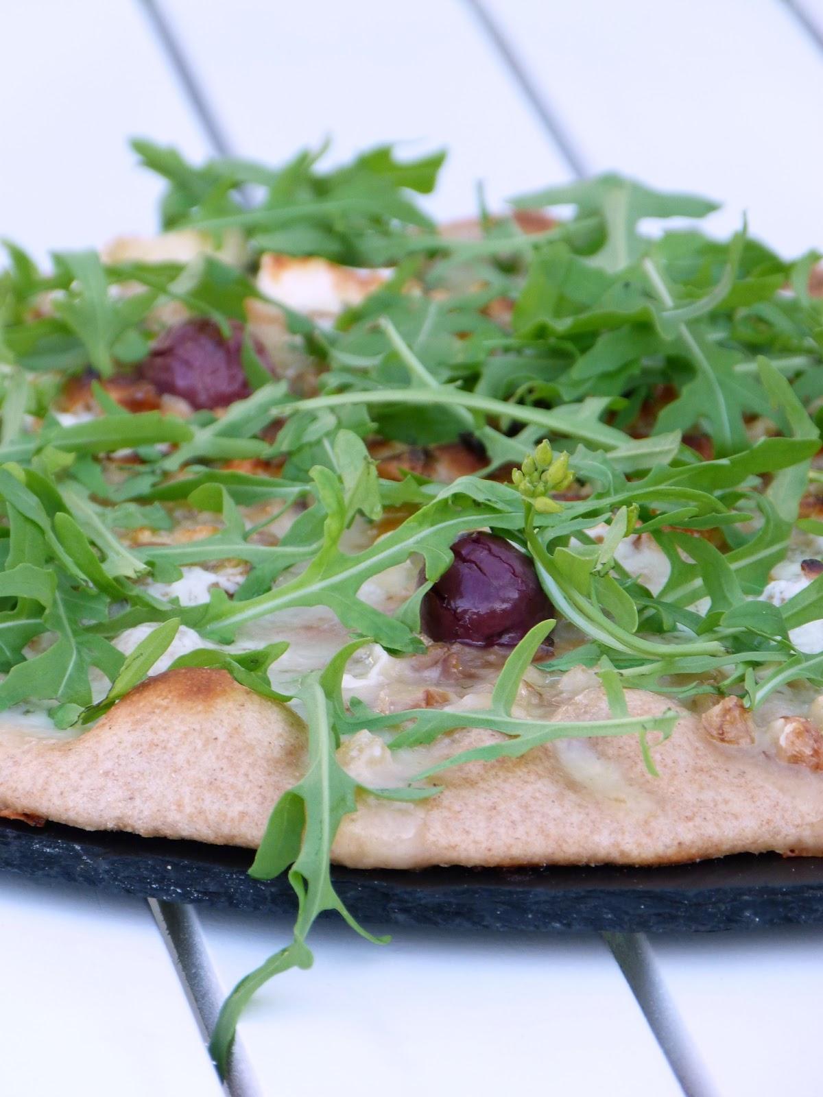 chic chic chocolat pizzas au fromage de ch vre noix. Black Bedroom Furniture Sets. Home Design Ideas