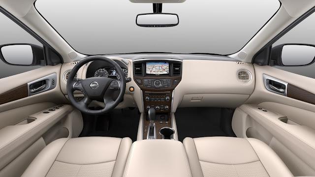 Interior view of 2018 Nissan Pathfinder Platinum