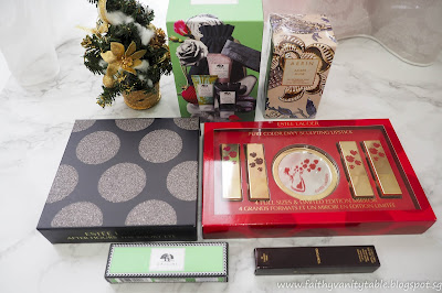 The nearly joyous fourth dimension of the twelvemonth has arrived SingaporeTravelMap: Estée Lauder Christmas Gift Sets 2017 Review