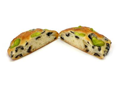 そら豆とオリーブのパン | Boulangerie Bonheur(ブーランジェリーボヌール)