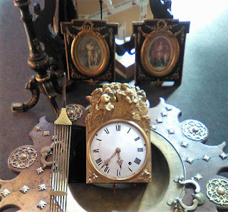 Detalle de antiguo reloj en Granadantigua