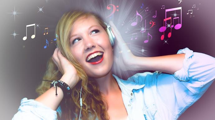Wallpaper: Singer at Karaoke