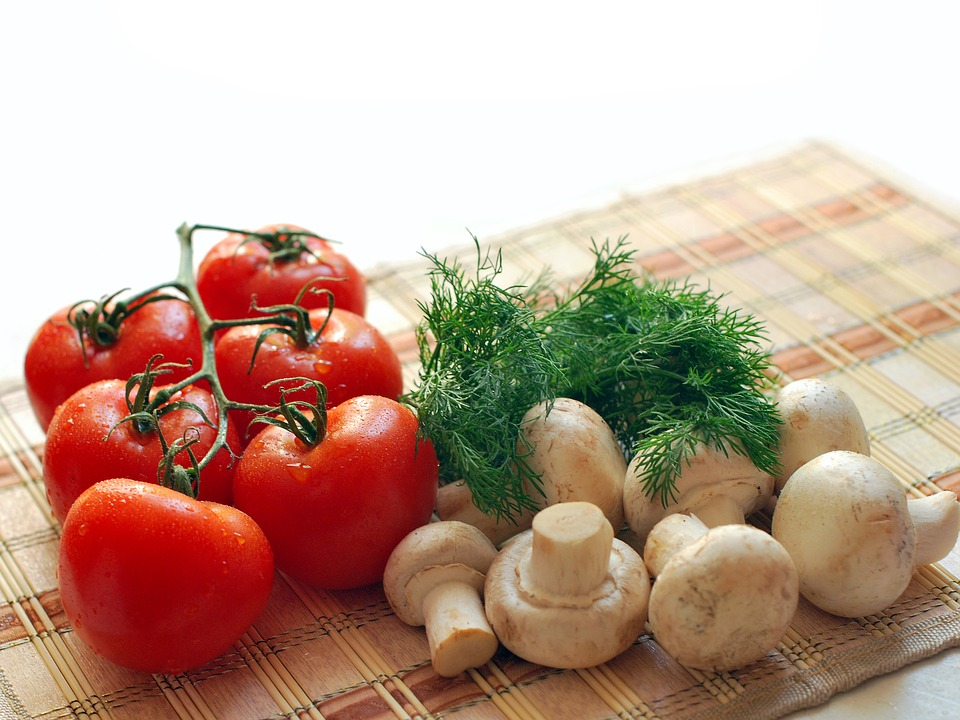 tomato, asparagus, Don't Sweat It, Foods That Cause Immediate Reactions