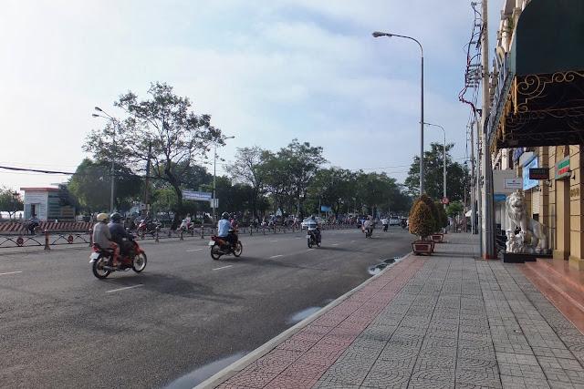 ベトナムの大通り vietnam-hcmc
