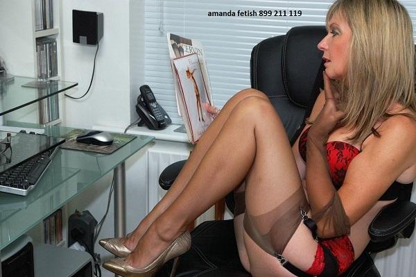 amanda fetish 899 211 119 piedi sul cazzo ragazza hotline telefono erotico fetish
