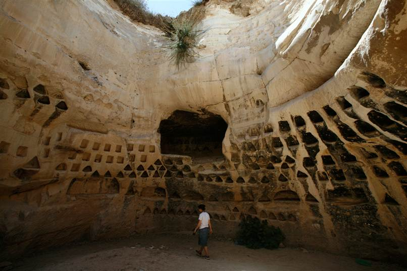 horse cave jewish dating site The cave system is an important prehistorical site with human remains dating to  dating for an open cave was around  christian-jewish ties.