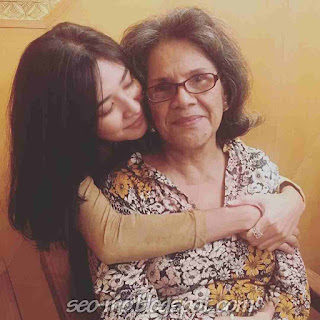 Foto Mikha Tambayong dengan Ibunya