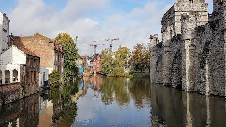 外圍牆與護城河景