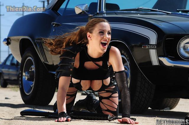Hot girls Jordan Carver vú to chơi súng nè 3