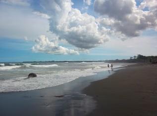 http://www.teluklove.com/2017/02/pesona-keindahan-wisata-pantai-gumicik.html