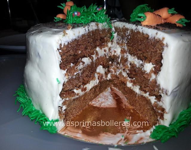Corte tarta de zanahoria