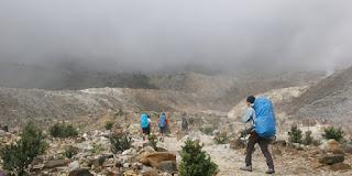 Kunci Pendaki Gunung Profesional Rekor Muri Mendaki Gunung Tertinggi Indonesia Saat Puasa