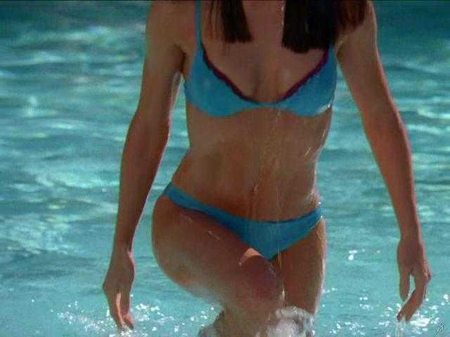 Jennifer Gardner Bikini 27