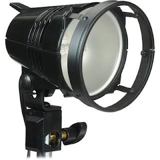 Quartz Lights merupakan jenis hotlight yang paling kuat tetapi harus hati hati ketika memegangnya karena sangat panas