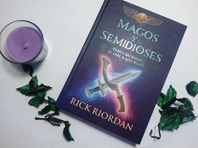 Libro de Magos y semidioses, de Rick Riordan