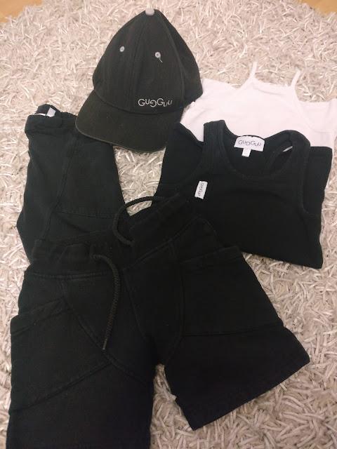 mustavalkoiset vaatteet