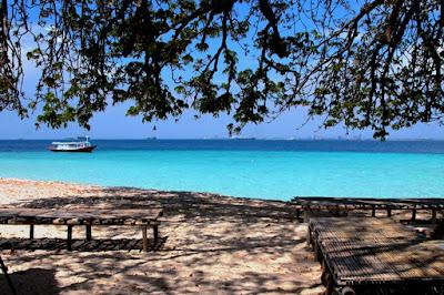 wisata alam pantai dan alam makassar di Pulau Samalona