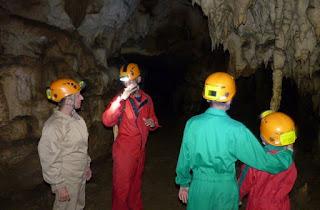 Espeleología en la Cueva del Pando.