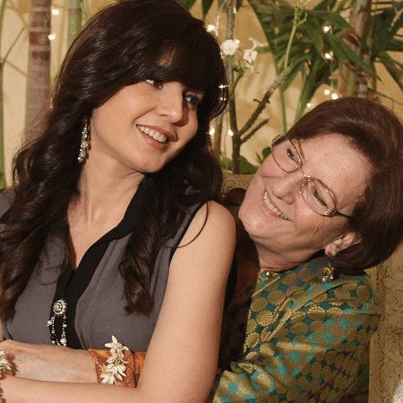 Mahnoor Baloch Pakistani Actress Model Drama Producer With Her Mother HD Wallpapers Photo Images