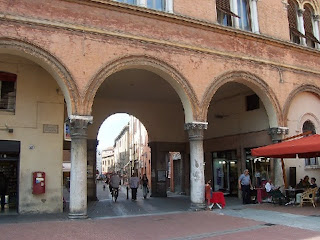 The entrance to Via Garibaldi from Piazza Municipio