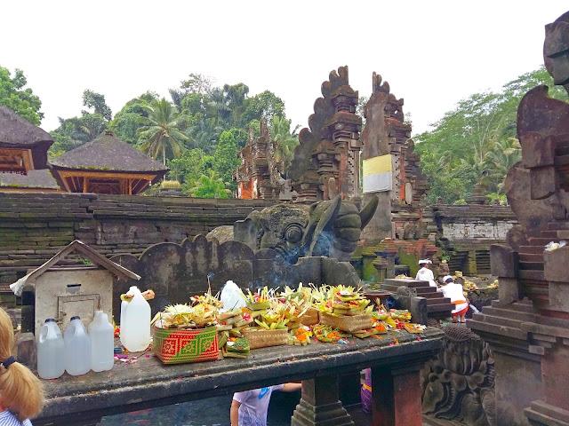 Достопримечательности Бали. .Храм Священной воды Тирта Эмпул.