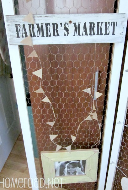 Chicken wire divider with farmers market sign