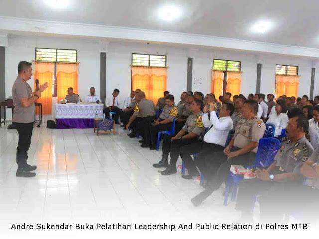 Andre Sukendar Buka Pelatihan Leadership And Public Relation di Polres MTB