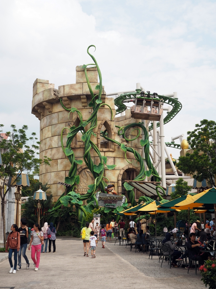 Universal Studios Singapore - Far Far Away Puss in Boots' Giant Journey   joanne-khoo.com