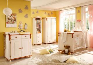 cuarto de bebé amarillo