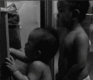 Anak suka buka pintu peti sejuk