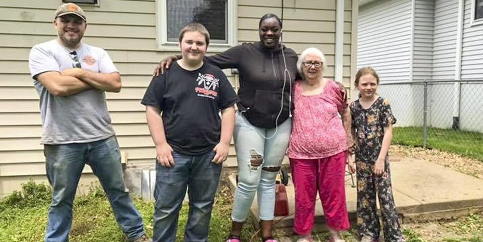 School in Iowa Gives Students PE Credits to Help the Elderly and the Disabled with Yard Work
