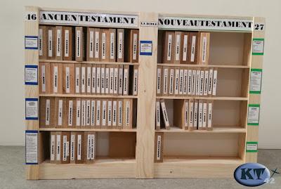 bibliotheque bible en bois