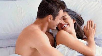 تعرف على أكثر ما يثير المرأة أثناء الجماع  رجل امرأة جماع جنس علاقة حميمية سرير ينامان معا نائمان man woman love sex making love married couple bed sleep