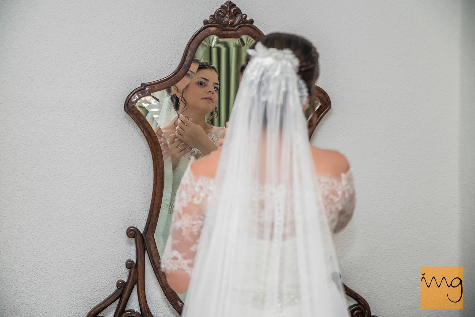 Fotografía de boda delante del espejo