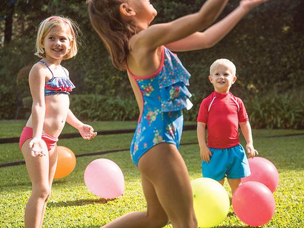 Moda verano 2018 trajes de baño, mallas, bikinis y shorts para niños y niñas.