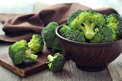 eating-brocolli-may-keep-cancers-at-bay