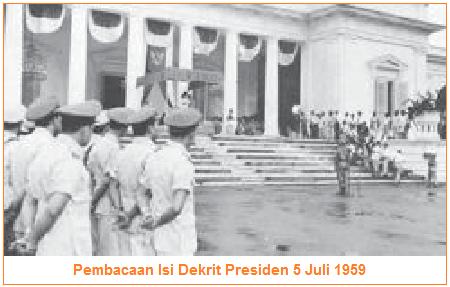 Pembacaan Isi Dekrit Presiden 5 Juli 1959.