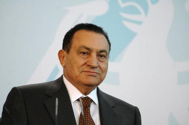 مبارك يبلغ السعودية بطلبه السفر إليها وتأدية الحج.. وهكذا ردت المملكة بعد حصوله على البراءة..