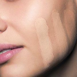 testar cor de base no rosto