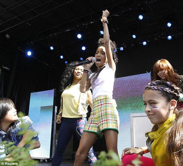 Rheass: Willow Smith finally raises a smile on Sasha Obama ...  Sasha