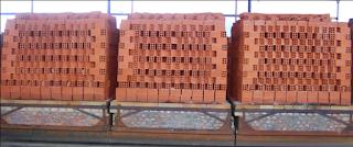 hông số kỹ thuật  + Đất sét nung theo công nghệ tuynel + Kích thước: (180 x 80 x 80) mm + Độ rỗng: 40% ± 10 + Giới hạn bền nén: 5 MPa + Giới hạn bền uốn: 1,4 MPa + Độ hút nước: ≤ 16% + Khối lượng: 1,3 kg + Chiều dày thành ngoài lỗ rỗng: ≥ 10 mm + Tiêu chuẩn: Phù hợp tiêu chuẩn TCVN 1450:2009 Gạch tuynel 4 lỗ vuông là gạch xây tường được sử dụng rộng rãi cho các công trình dân dụng và công nghiệp. Gạch có tác dụng chống nóng, cách âm, cách nhiệt cho tường nhà. Xây tường vách ngăn 100mm, xây tường chịu lực 200mm.