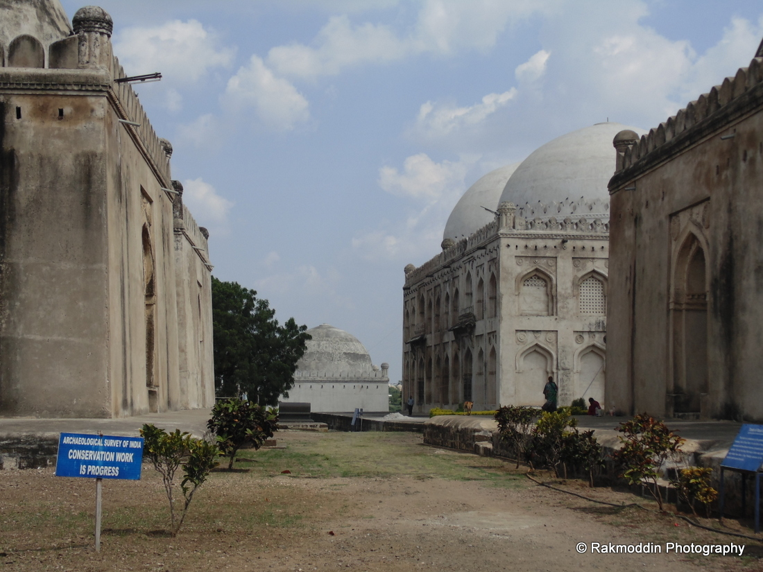 Haft Gumbaz - Gulabrga | Islamic Architecture in India