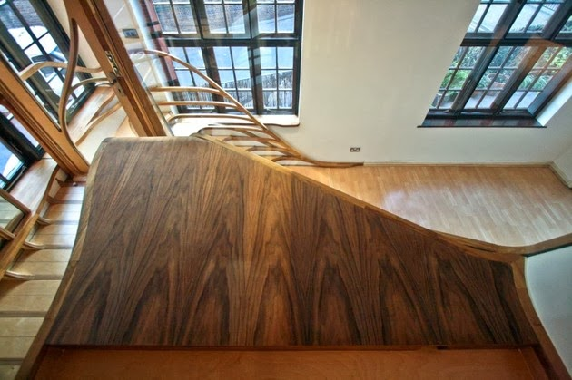 Model Tangga Kayu Spiral Artistik Desain Rumah Modern