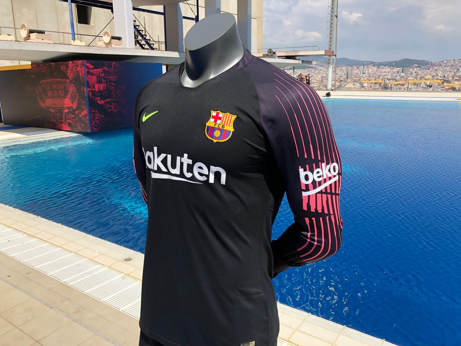 FC Barcelona 18-19 Goalkeeper Kit Released