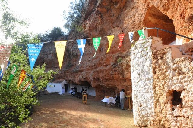 Το εκκλησάκι του Αγίου Γεωργίου στην μικρή σπηλιά Διδύμων