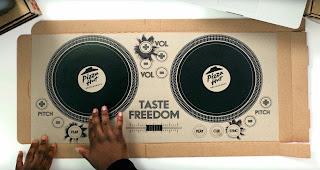 Ein Pizzakarton wird zum DJ Deck   Taste Freedom DJ Cardboard Pizza Box