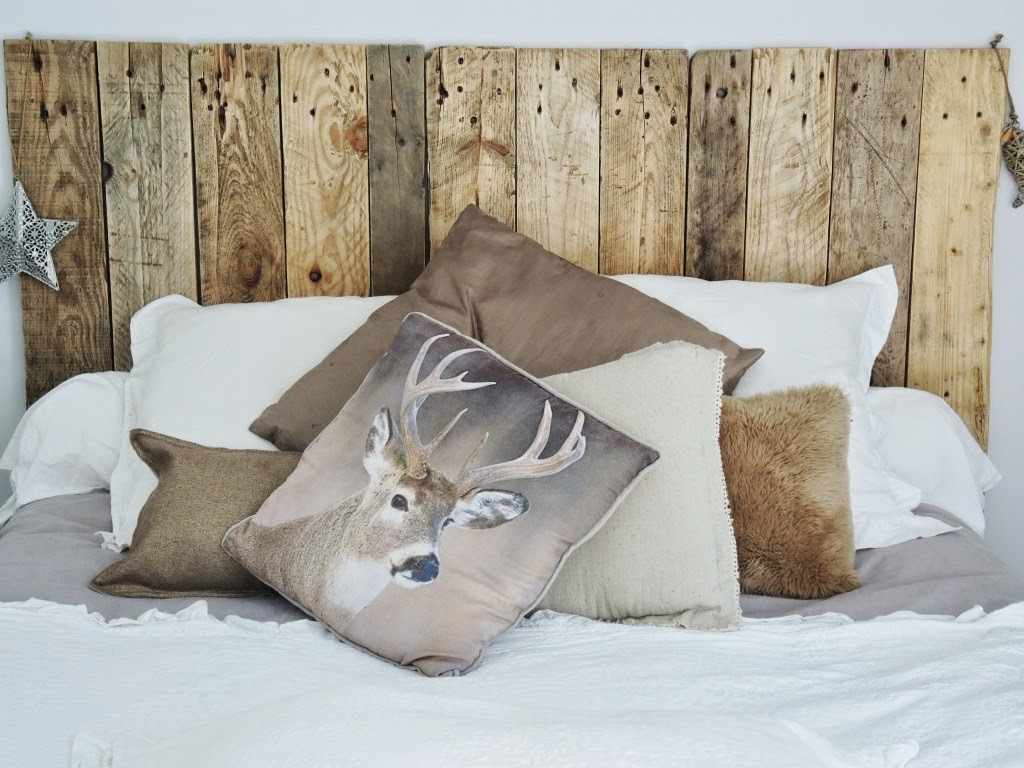 d couverte sur le blog d 39 hiloalhoa cette t te de lit en. Black Bedroom Furniture Sets. Home Design Ideas