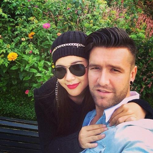 Van Bakel hạnh phúc bên người vợ
