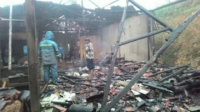 kebakaran-rumah-warga-desa-tokawi-nawangan