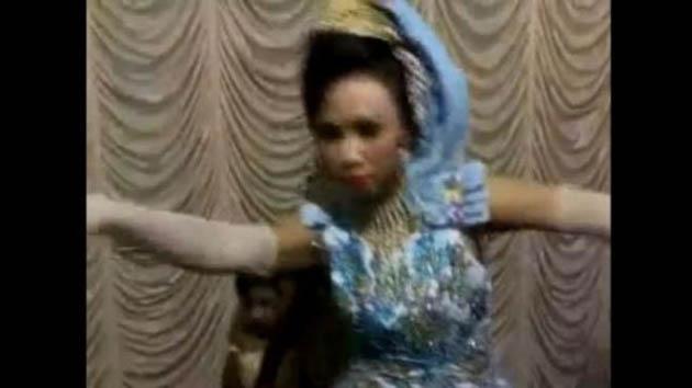 Video: Dihari Pernikahannya Wanita Ini Malah Kesurupan?